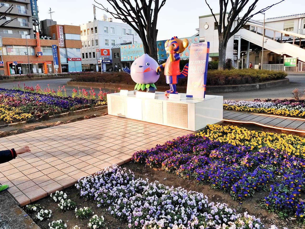 小平駅南口の花壇